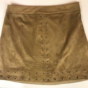 EXPRESS Tan Faux Suede Skirt Grommet Detail Size 6